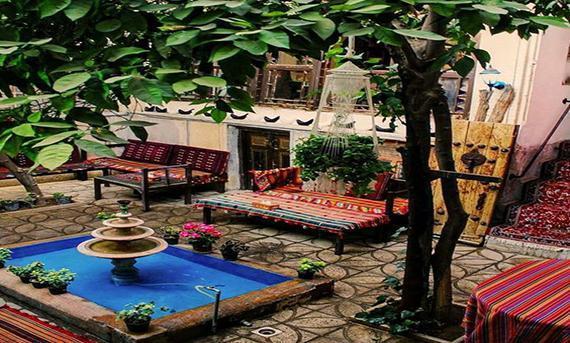 طراحی دکوراسیون حیاط منزل به سبک سنتی
