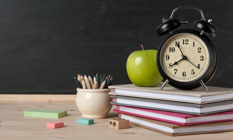 از سونامی تعطیلی مدارس تا شرایط معیشت معلمان ایرانی در مقایسه با خارجی ها