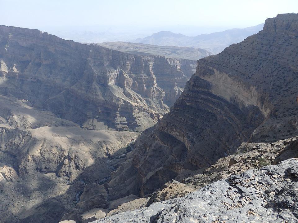 لذت کوه نوردی در زیبا ترین کوه های عمان