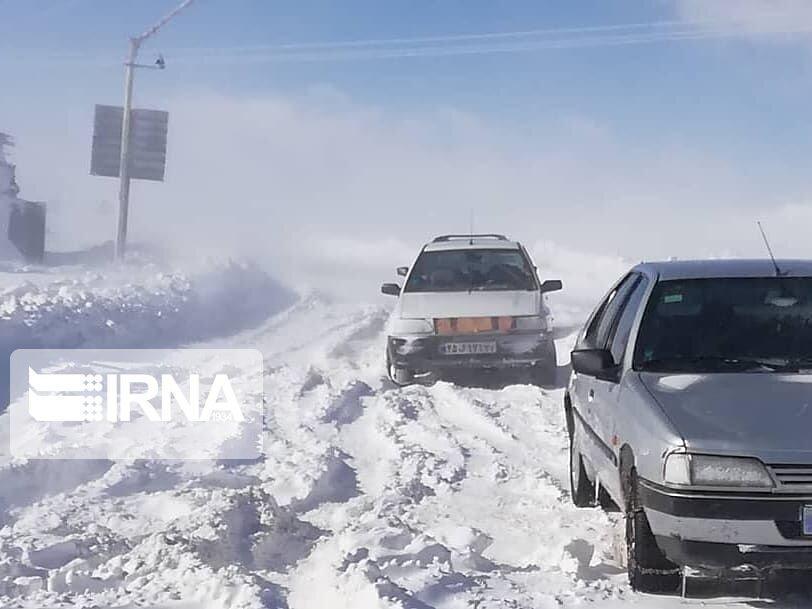 خبرنگاران بارش برف بهاری محورهای قزوین و زنجان را سفید پوش کرد