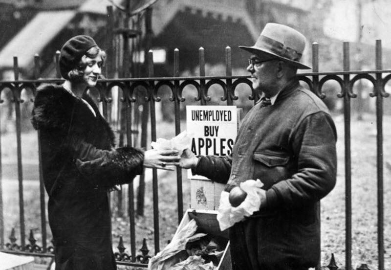 گالری عکس: دستفروشان سیب در نیویورک در عصر رکود بزرگ: هر سیب 5 سنت!